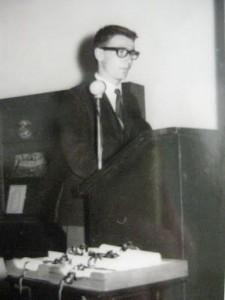 Mezuniyet töreninde konuşma yaparken 1967