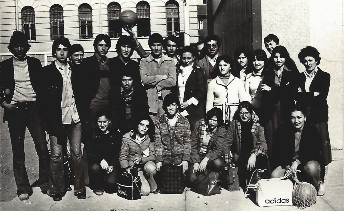 Daçka Kız ve Erkek Takımı maça gitmeden önce, Kasım 1977