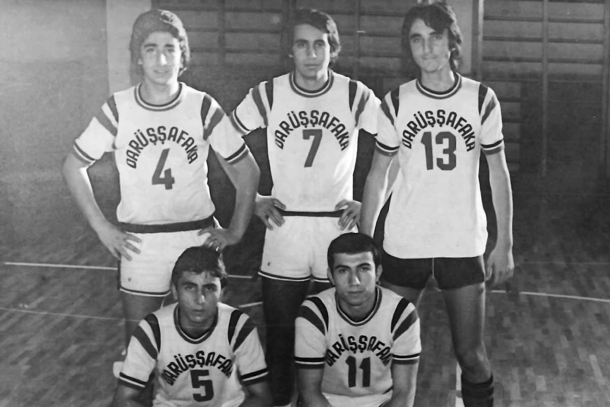 Daçka Lise Takımı, Kasım 1976, (Ayaktakiler: Halit, Eşref, Adnan, Oturanlar: Faruk, Ali Macit)