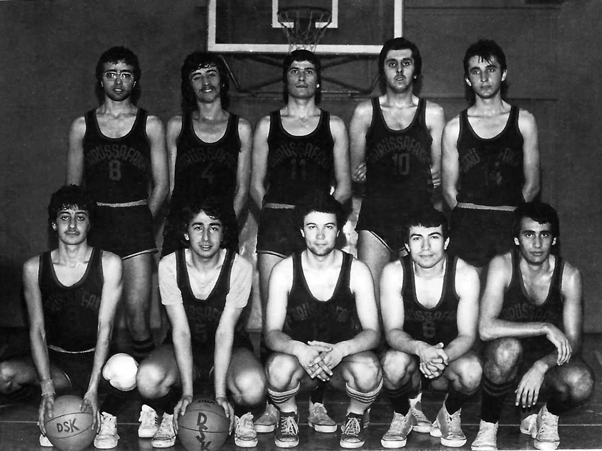 DSK Genç Erkek Takımı, Nisan 1977- Bolu Turnuvasında, (Ayaktakiler: Özcan, Can, İsmail, Adnan-I, Adnan-II, Oturanlar: Cenap, Halit, Cahit, Ali Macit, Eşref)