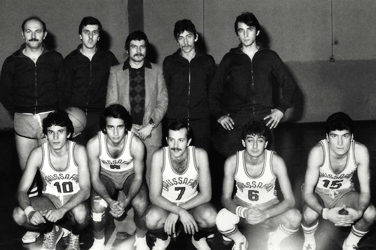 DSK Basketbol A-Takımı, Ocak 1978 Burhan Felek Spor Salonu, (Ayaktakiler: Sezer, Adnan-I, Önder Okan, Can, Adnan-II, Oturanlar: Esat, Eşref, Turgay, Cenap, İsmail)