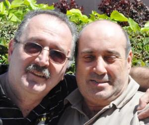 Yukarıdaki fotoğrafta solda Mehmet Erişkin ve sağda Mehmet Yalçıntepe ağabeylerim.